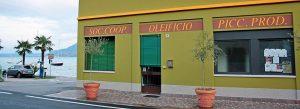 Vista facciata dell'oleificio Piccoli Produttori in riva al Lago di Garda