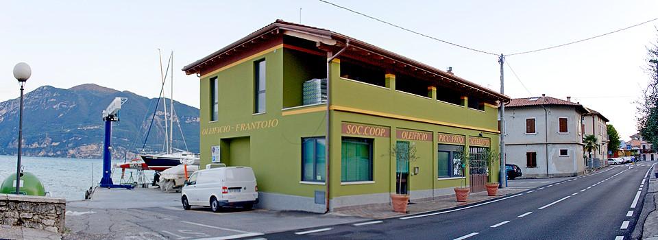 Lo stabile dell'oleificio Piccoli Produttori a Castelletto di Brenzone sul Lago di Garda